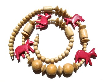 VINTAGE: Carved Wood Safari Animal Necklace - Pink Animal Necklace - (12-E5-00005419)