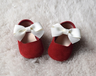 Red Baby Girl Shoes with White Bow, Baby Moccasins, Baby Booties, Infant Crib Shoes, Baby Shower Gift, Baby Girl Gift, Newborn Shoes