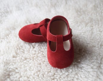 Red Baby Shoes, Baby Moccasins Girl, Leather Baby Shoes, Infant Booties, Newborn Crib Shoes, Baby Shower Gift, Baby Girl Shoes