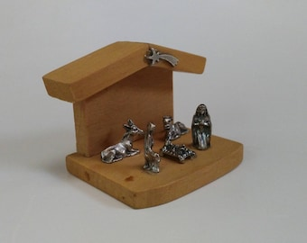 Nativity scene, Christmas scene, Wood and pewter Nativity, Wooden Nativity, Noel, Scene de la Nativite, Nacimientos