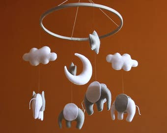 Elephant nursery Mobile baby Elephant mobile Gray nursery Baby mobile Gray and white elephant Nursery decor Gender neutral nursery Cute