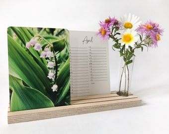 Desk Calendar 2022 with flower photos | with wooden stand and vase // Small Eco-Friendly Botanical Postcard Calendar and Birthday Calendar