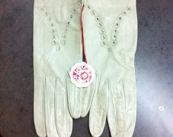 Vintage Womens Gloves - Cream Leather Gloves - Driving Gloves - Wedding Attire - Original Label Attached
