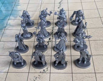 32 pc Dungeons and Dragons Miniatures Silver Metallic 1/72 scale D & D Fantasy Role Play Games RPG