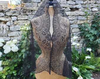 Antique shawl etole in black lace - 878