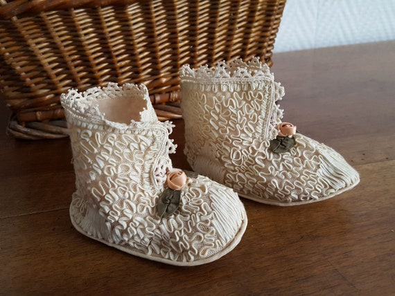 Pair of baby slippers doll in embroidered tulle tu