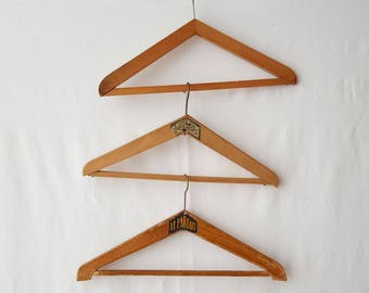 Set of 3 old vintage Le Parfait - Ref 12706 wooden hangers
