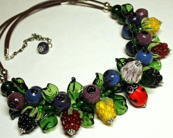 Lampwork necklace with murano glass berries and leaves, berry necklace, glass necklace, summer necklace, leather necklace, forest necklace