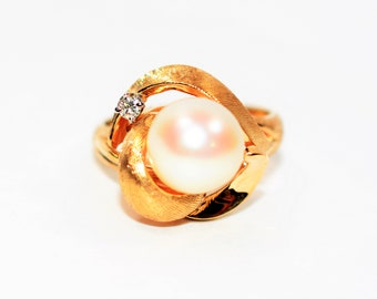 Akoya Pearl & .04ct Diamond 14k Yellow Gold Women's Ring