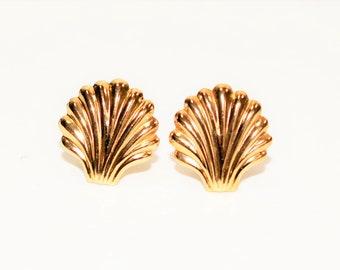 14kt Yellow Gold 12.50mm Sea Shell Statement Stud Women's Earrings