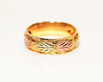 Black Hills Gold 10kt Yellow Gold Leaf Vine Nature Statement Men's Band Ring