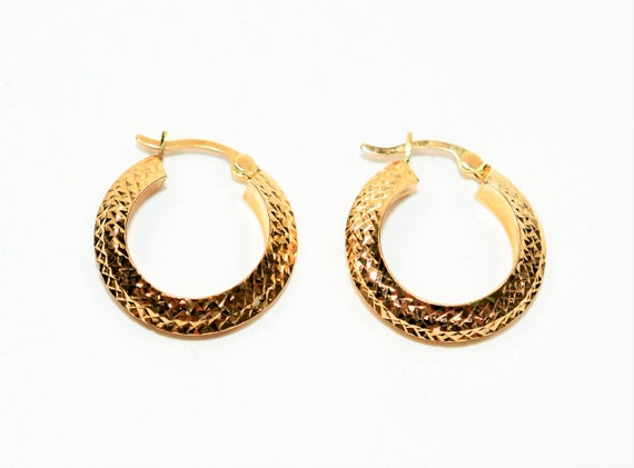 14kt Yellow Gold 19mm Textured Hoop Statement Wome