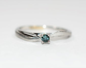 Alexandrite .10ct 14kt White Gold Solitaire Antique Women's Ring