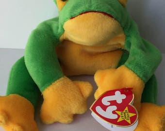 cef1e0b00fb 1997 Ty Smoochy Frog Retired Beanie Baby Collectible with Swing tag error  and tush tag star stamped and numbered 211