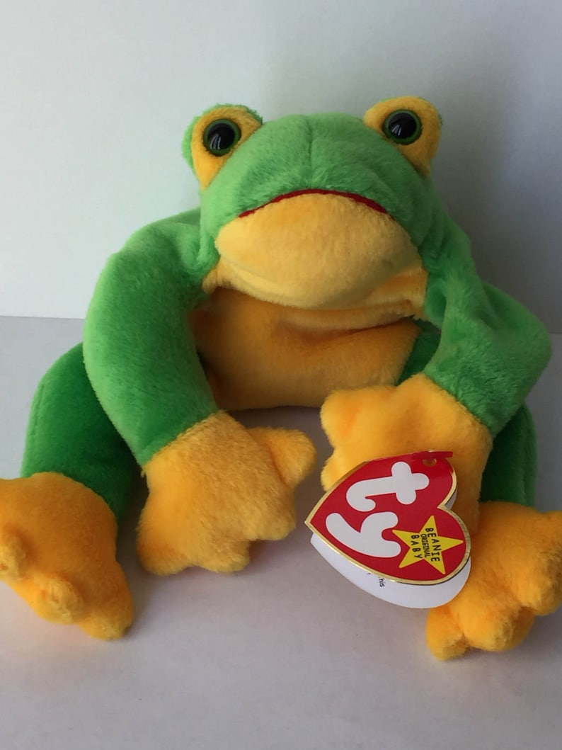 45d87874c06 1997 Ty Smoochy Frog Retired Beanie Baby Collectible with