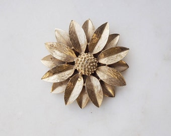 Vintage Sarah Coventry gold tone flower brooch