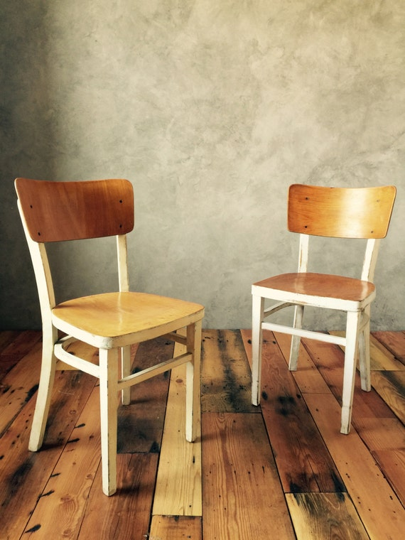 Houten Stoel Vintage.Vintage Wood Farmhouse Chairs Bent Plywood And Curved Legs Etsy