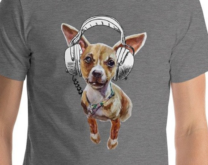Chihuahua dog with headphones Loud Music lover Good Beats Cute Dog Lover Gift Tshirt