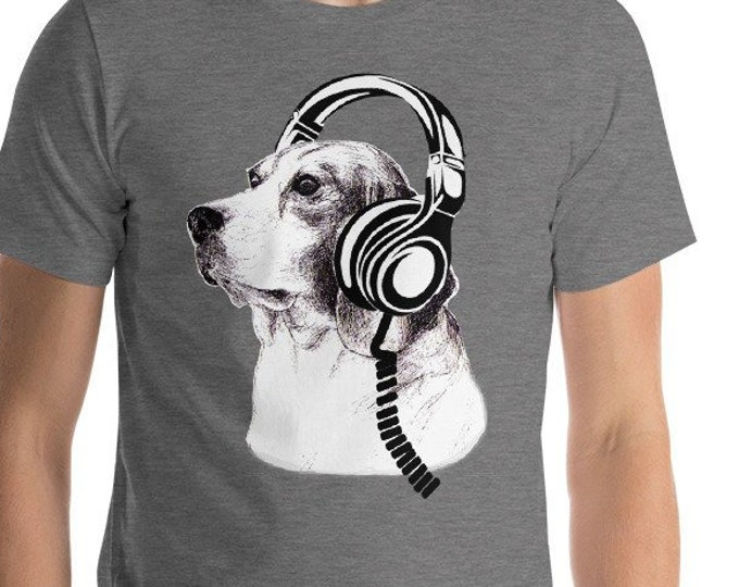 Dog listens with headphones Loud Music lover Good Beats Adult Humor funny Cute Dog Lover Gift Tshirt