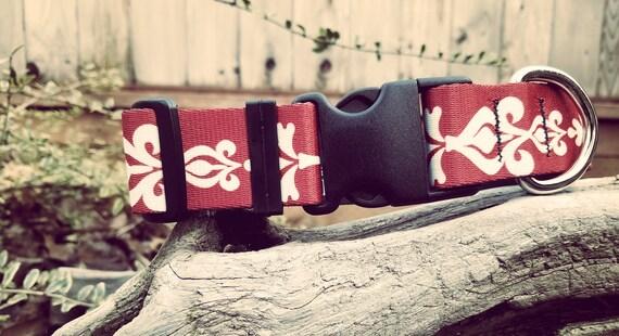 Collier rouge motif damassé rouge et blanc collier de chien