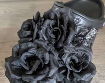 """Black rose Croc bouquet """"Croc of flowers"""" charms with butterfly (set of 10 charms)"""