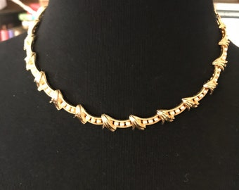 Vintage Unsigned Gold Tone/Faux Pearl Choker