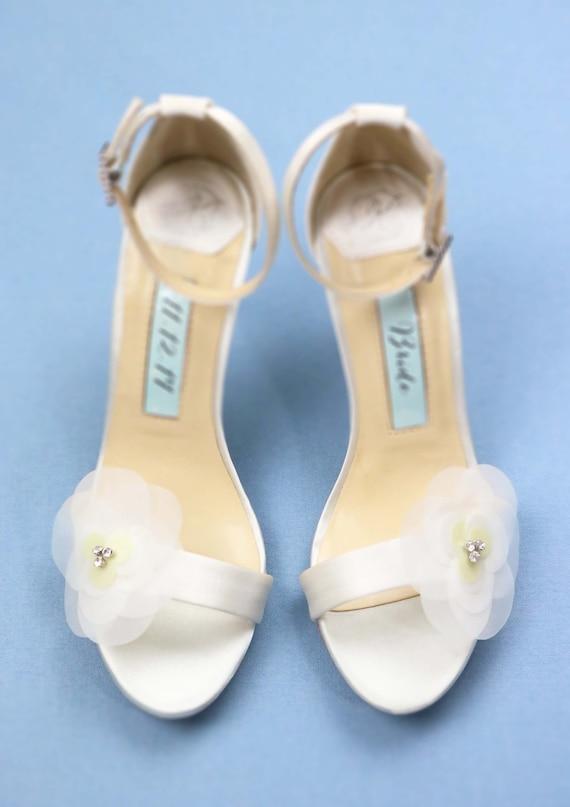 4ab24583606ccb Chaussures de mariage Floral Ivoire Satin Satin Satin Tulle. s mariées pour  la mariée Kate Whitcomb chaussures Rose | Supérieurs Performances b67c26