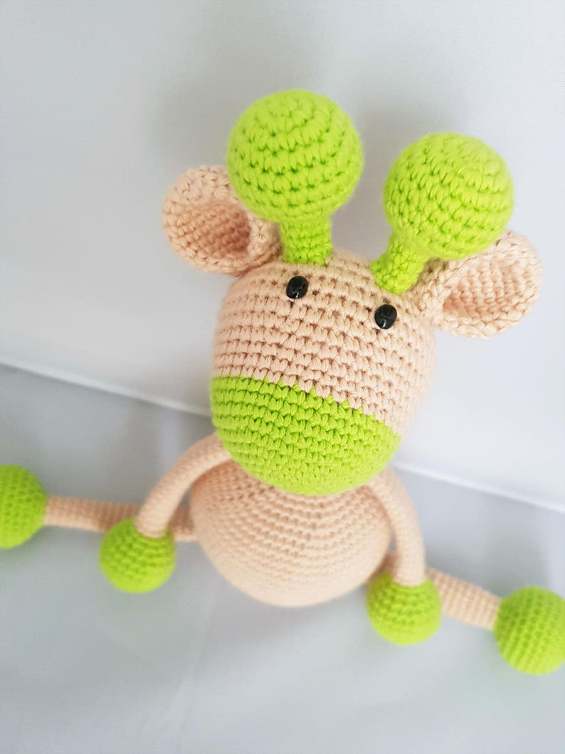 Jirafa patrón de ganchillo amigurumi de Little Bear Crochets | 1059x794