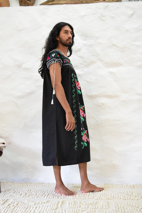 Vintage Embroidered Mexican Dress - image 4