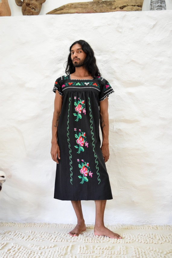 Vintage Embroidered Mexican Dress - image 5