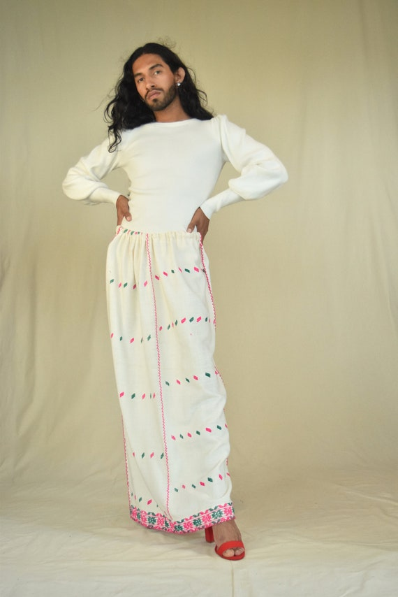 Vintage Embroidered Skirt. Mexican Skirt.