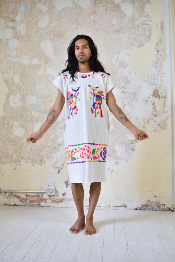 Vintage Mexican Dress. Vintage Embroidered Dress