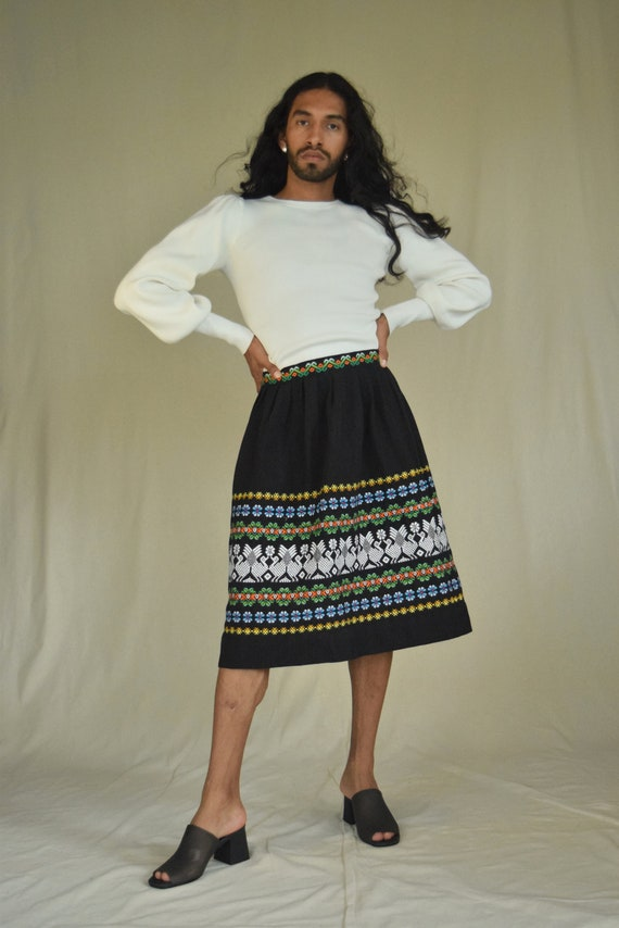 Vintage Mexican Skirt. Mexican Embroidered Skirt.