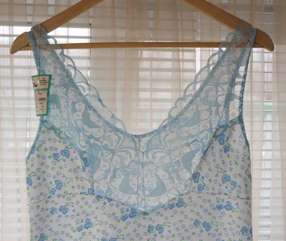 Sky blue vintage negligee / under dress slip / lad