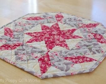 Quilted Table Topper, Cottage Chic Home Decor, Colorful Table Mat, Star Table Quilt, Ivory and Pink Table Decor, Quilted Table Runner