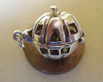 Beautiful Sterling Silver PUMPKIN FACE charm  opens to candle