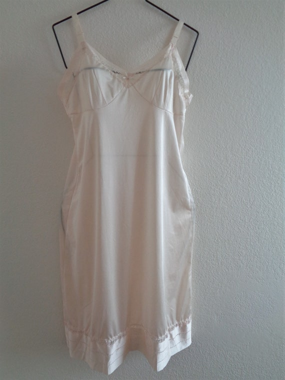 Deena white polyester slip size 36 bust with size zipper