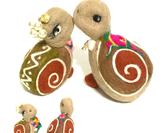 Wedding Cake Toppers - Needle Felted Snails - Cute Cake Decor - Wool Snails - Bride and Groom  Cake Decor - Wedding Cake Decorations