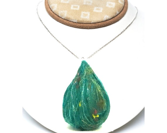 Teardrop Felt Bead - Sparkling Emerald Teardrop for Craft Jewellery - Needle Felted Wool Pendant - Stunning Decor for Bespoke Jewellery