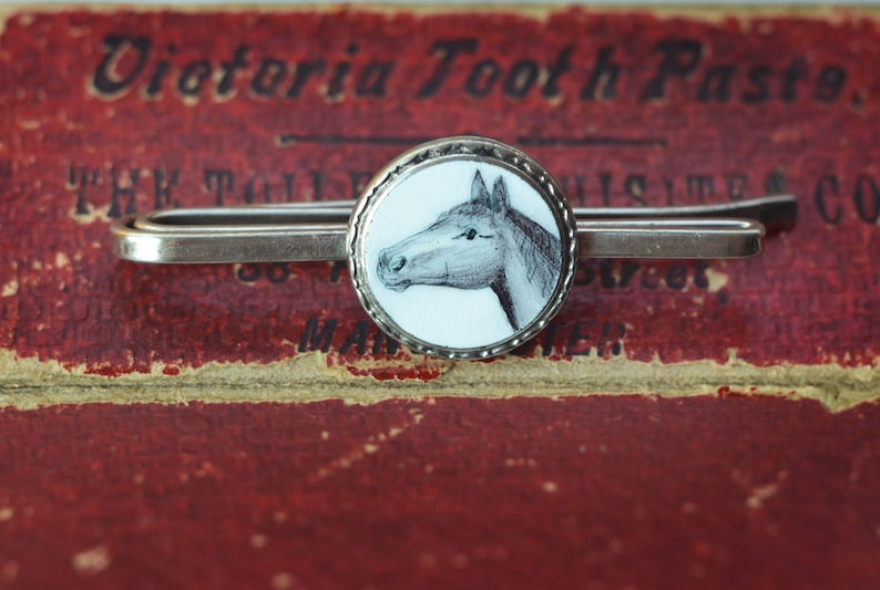 money clip scarf ornament or for conversion boho VINTAGE Enamel Horse Pin coat pin black and white rare Tie pin