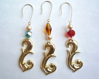Gold plated ornament, 3 Decorative acrylic swirls with choice of colorful glass beads and pearls