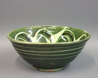 Medium green bowl with pattern