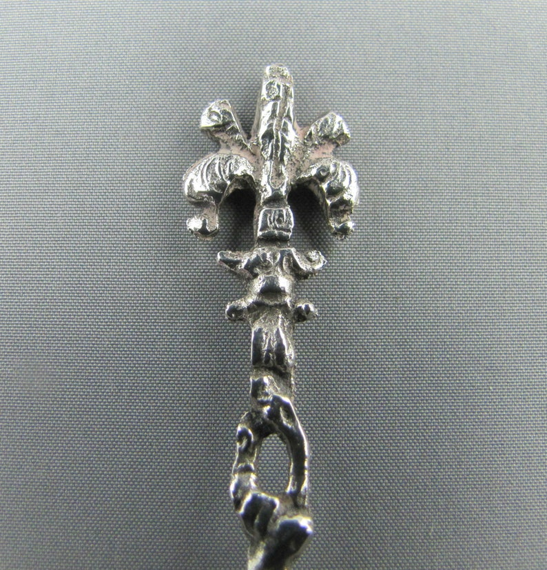 India  800 Silver  Collectible Souvenir Spoon Intricate Shaft Mythical Creatures