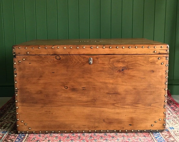 ANTIQUE PINE CHEST Victorian Carriage Trunk Old Wooden Blanket Box Rustic Storage Chest Coffee Table + Key