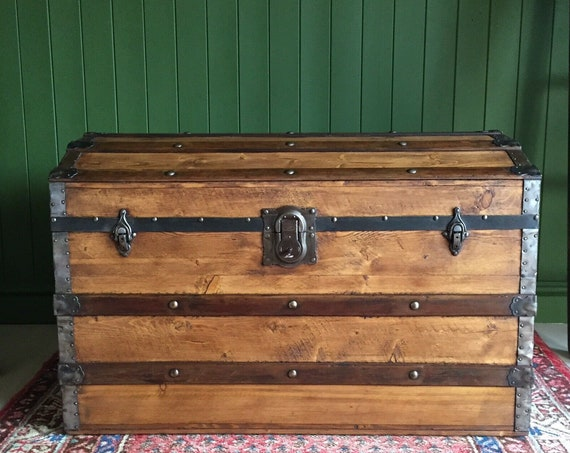 ANTIQUE Steamer TRUNK Victorian Dome Top TRUNK Old Rustic Pine Box Blanket Storage Chest + Key