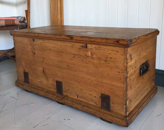 ANTIQUE PINE CHEST Old Wooden Storage Trunk Coffee Table Victorian Industrial Joiner's Chest Rustic Box +Key +Trays