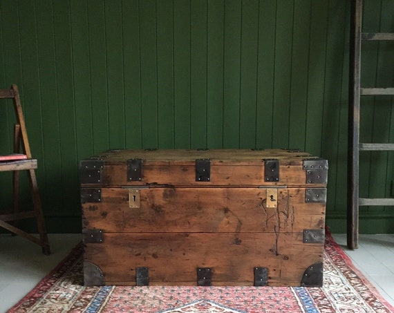 ANTIQUE VICTORIAN CHEST Old Campaign Chest Rustic Industrial Trunk Coffee Table Wooden Storage Chest + Key