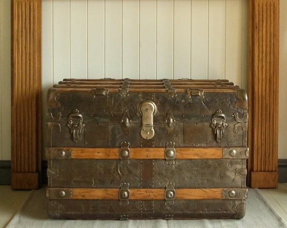 ANTIQUE VICTORIAN TRUNK Vintage Steamer Trunk, Coffee Table Chest Old Metal Storage Box