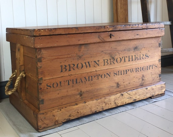 ANTIQUE PINE CHEST Victorian Blanket Chest Old Coffee Table Trunk Rustic Wooden Storage Chest & Key