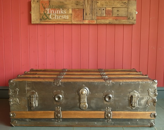 ANTIQUE STEAMER TRUNK Coffee Table Rustic Industrial Storage Chest Metal Furniture